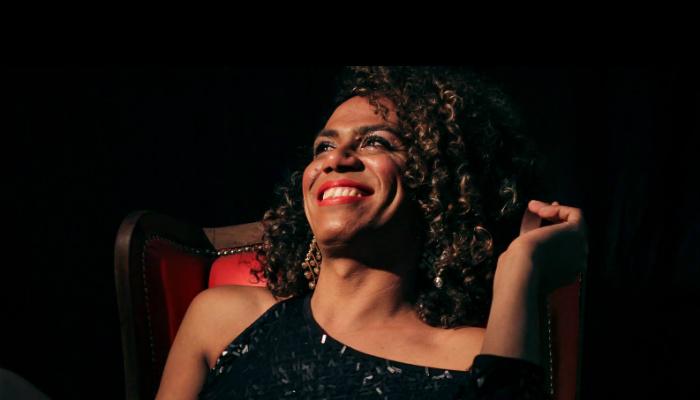 Valeria Houston: sucesso como cantora e militância contra a transfobia